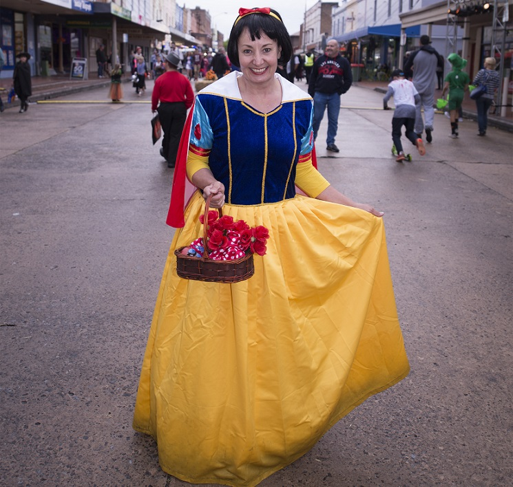 Snow White makes and appearance in Lithgow Halloween `15. Photo: Ben Pearse Photography