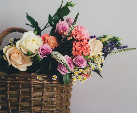 5 reasons to get flowers delivered to your corporate space weekly