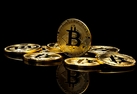 What causes cryptocurrency to fluctuate